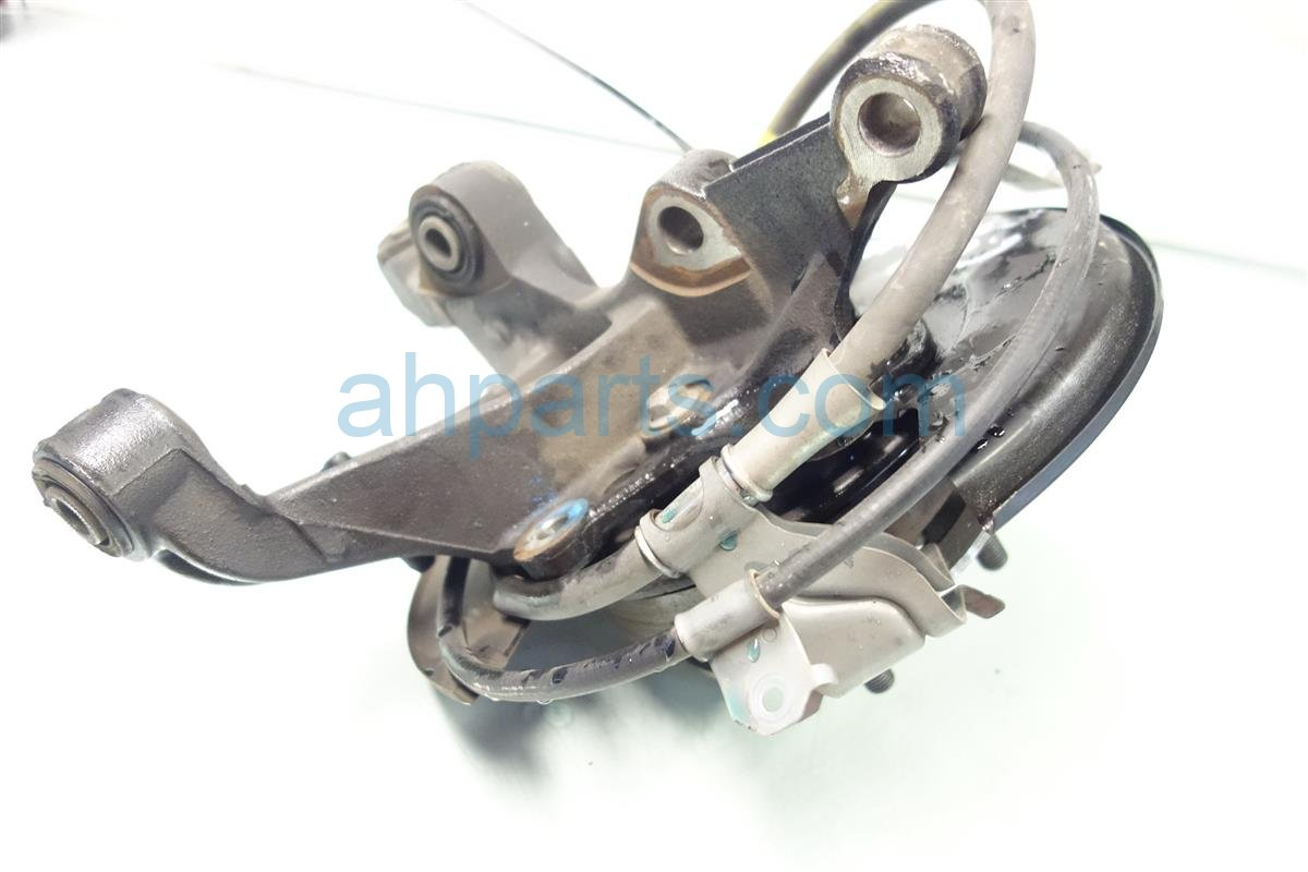 2013 Toyota Camry Axle stub Rear driver SPINDLE KNUCKLE Replacement
