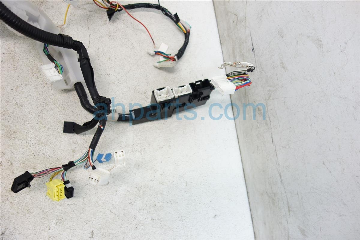 2015 Toyota Corolla Instrument Pan Harness Cutwire 82118 0ZM30 Replacement