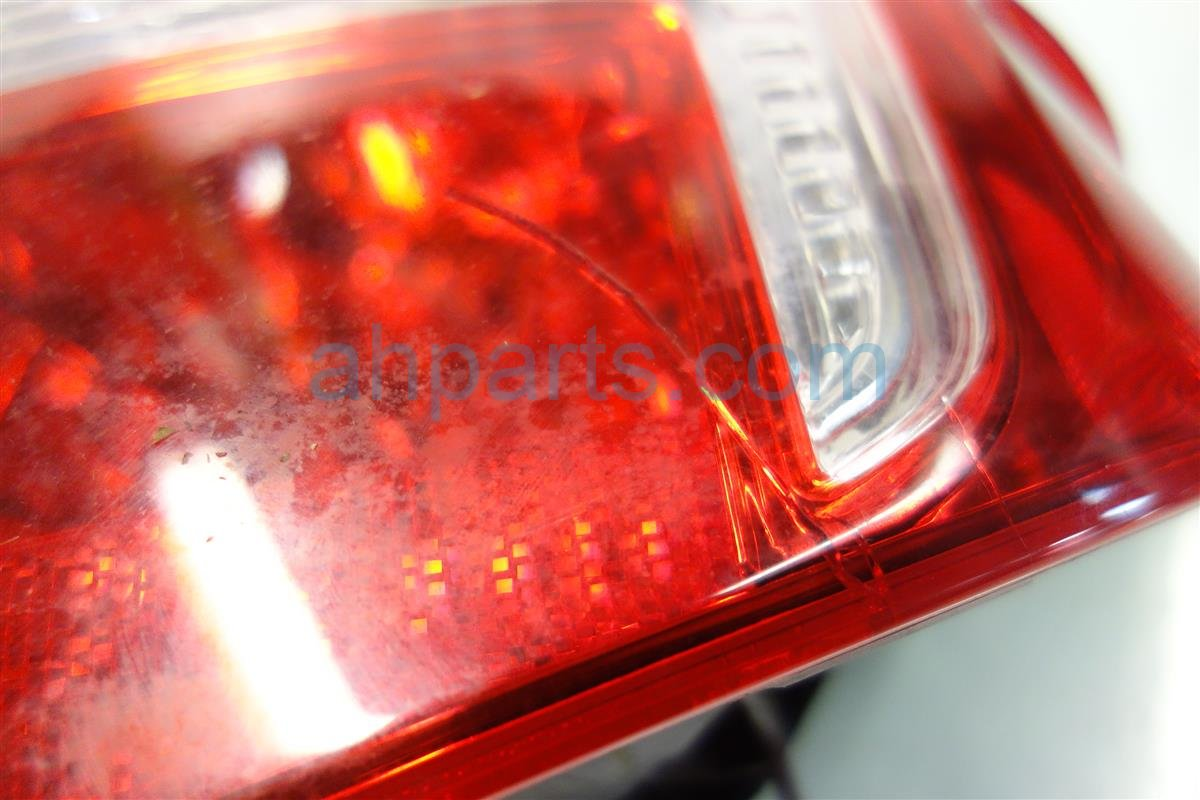 2013 Toyota Camry Lamp REAR RIGHT TAIL LIGHT CRACKED 81550 06470 8155006470 Replacement