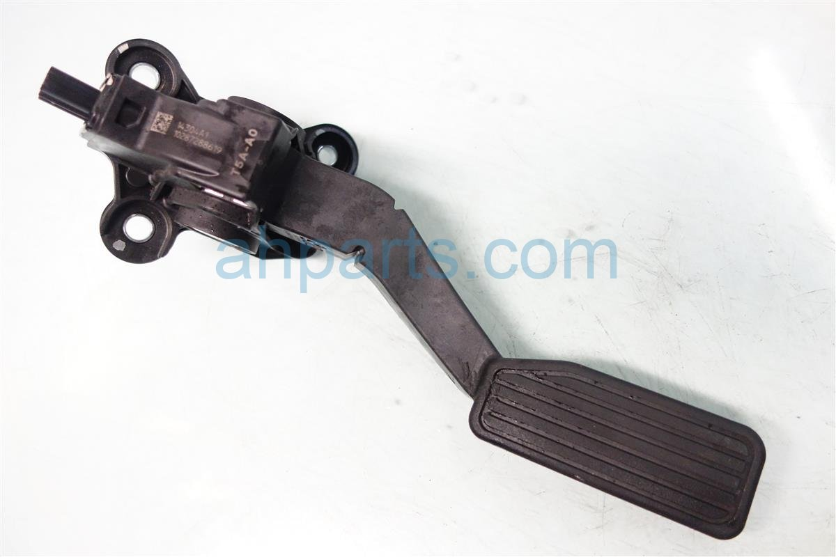 2015 Honda FIT GAS PEDAL HAS SCRATCHES AND GOUGE 17800 T5A A01 17800T5AA01 Replacement