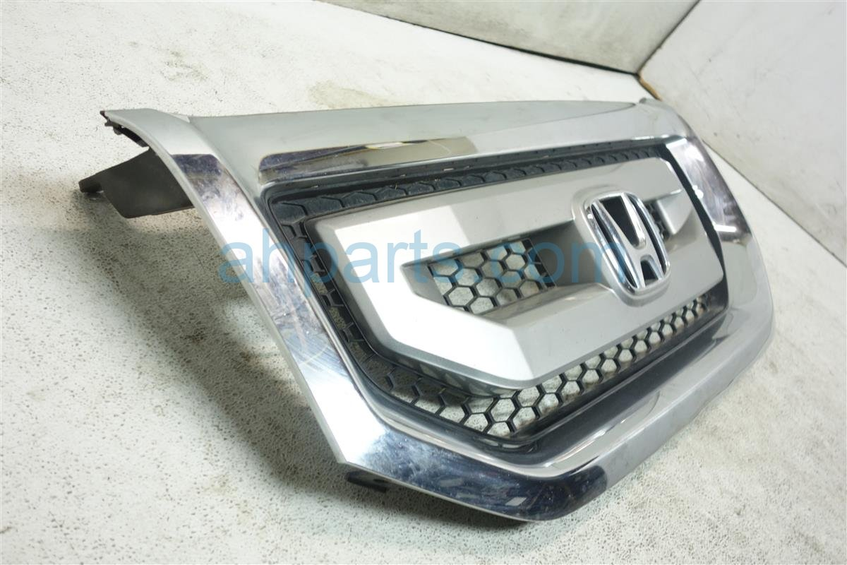 2010 Honda Pilot GRILLE HAS A SMALL PAINT CHIP 08F21 SZA 100 08F21SZA100 Replacement