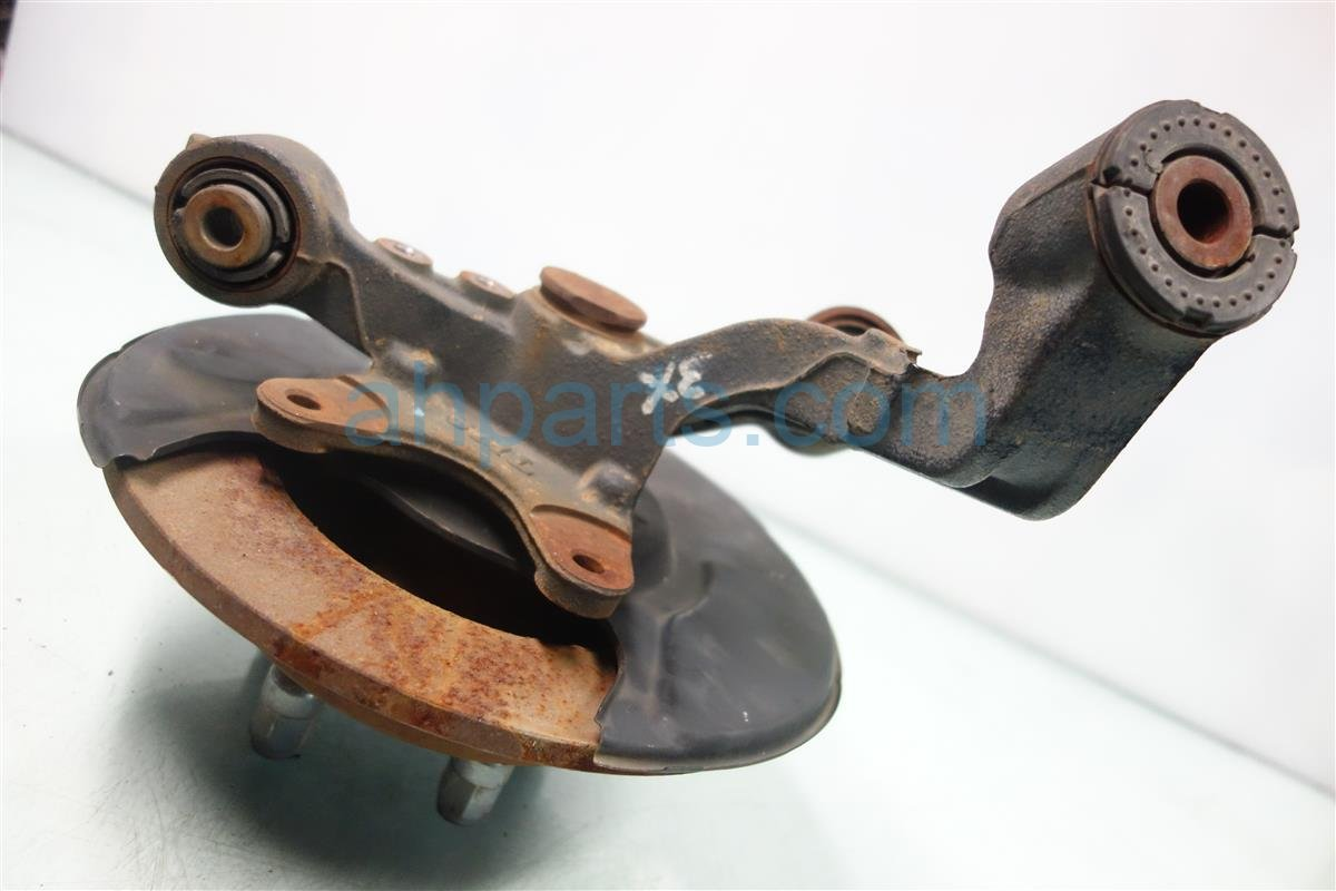 2006 Acura RSX Axle stub Rear driver SPINDLE KNUCKLE HAS RUST 52215 S6M A50 52215S6MA50 Replacement