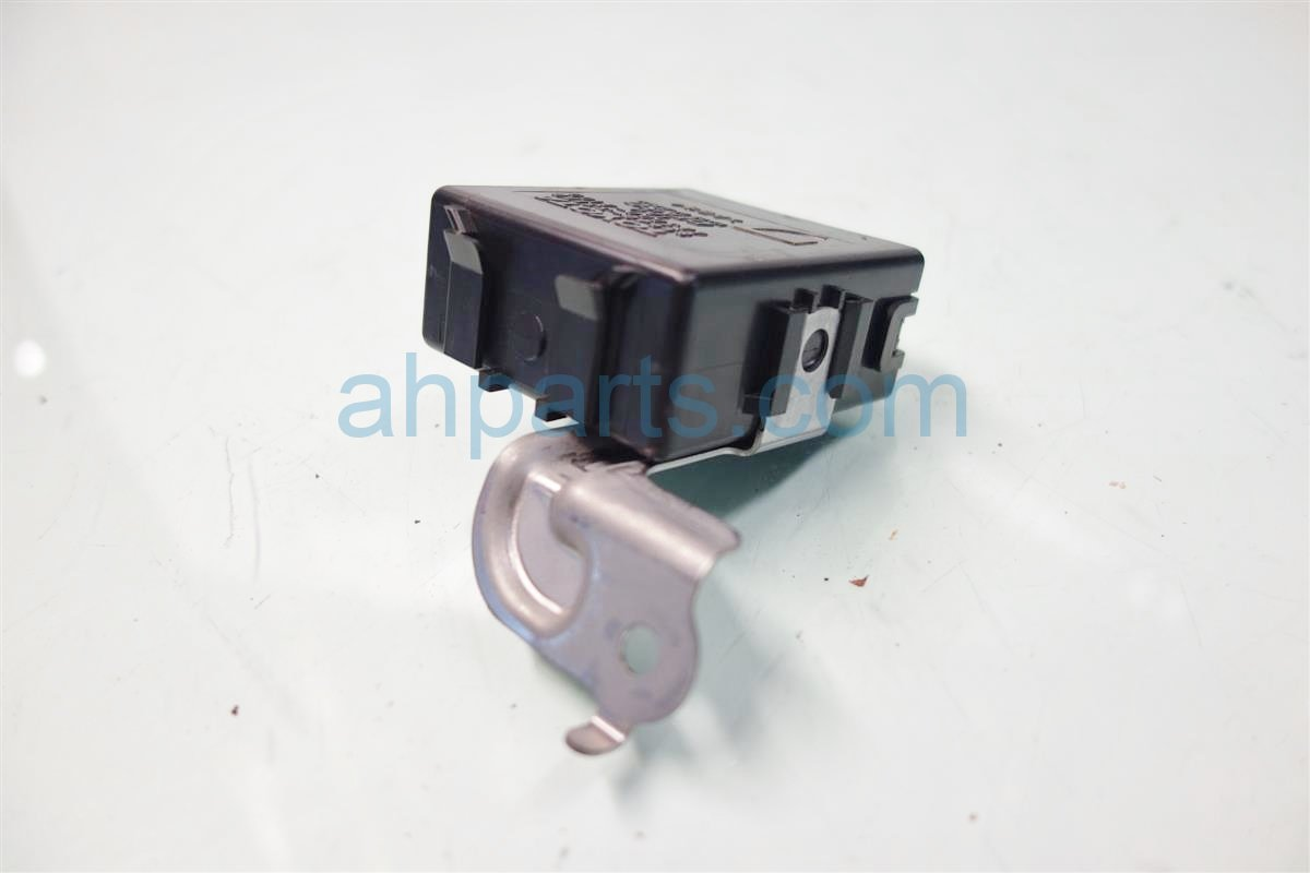 2013 Lexus Es300h WIPER RELAY 85940 33170 8594033170 Replacement