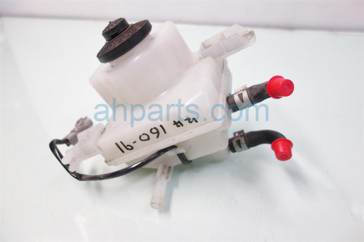 2014 Toyota Prius V Brake MASTER CYLINDER RESERVOIR 47220 47080 4722047080 Replacement