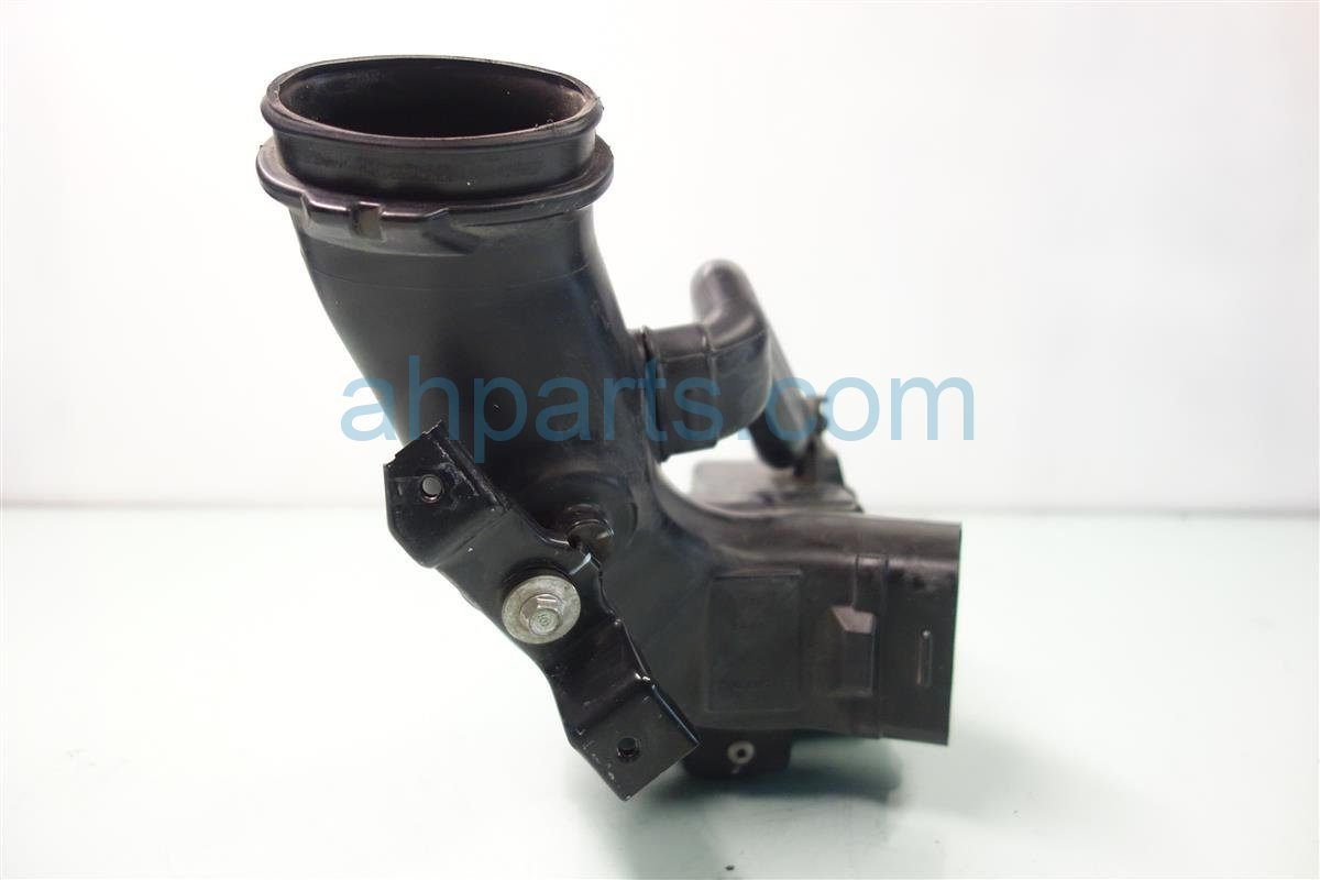 2007 Honda CR V Air Intake RESONATOR CHAMBER B 17232 RZA 000 17232RZA000 Replacement