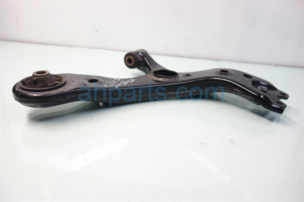 2013 Toyota Prius V Front passenger LOWER CONTROL ARM 48068 12300 4806812300 Replacement