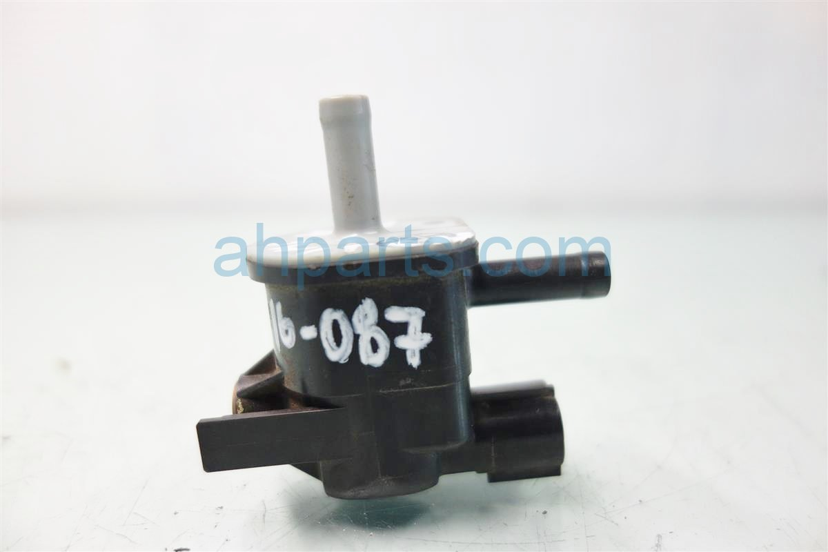 2011 Toyota Highlander Intake AIR SWITCH VALVE 90910 TC001 90910TC001 Replacement