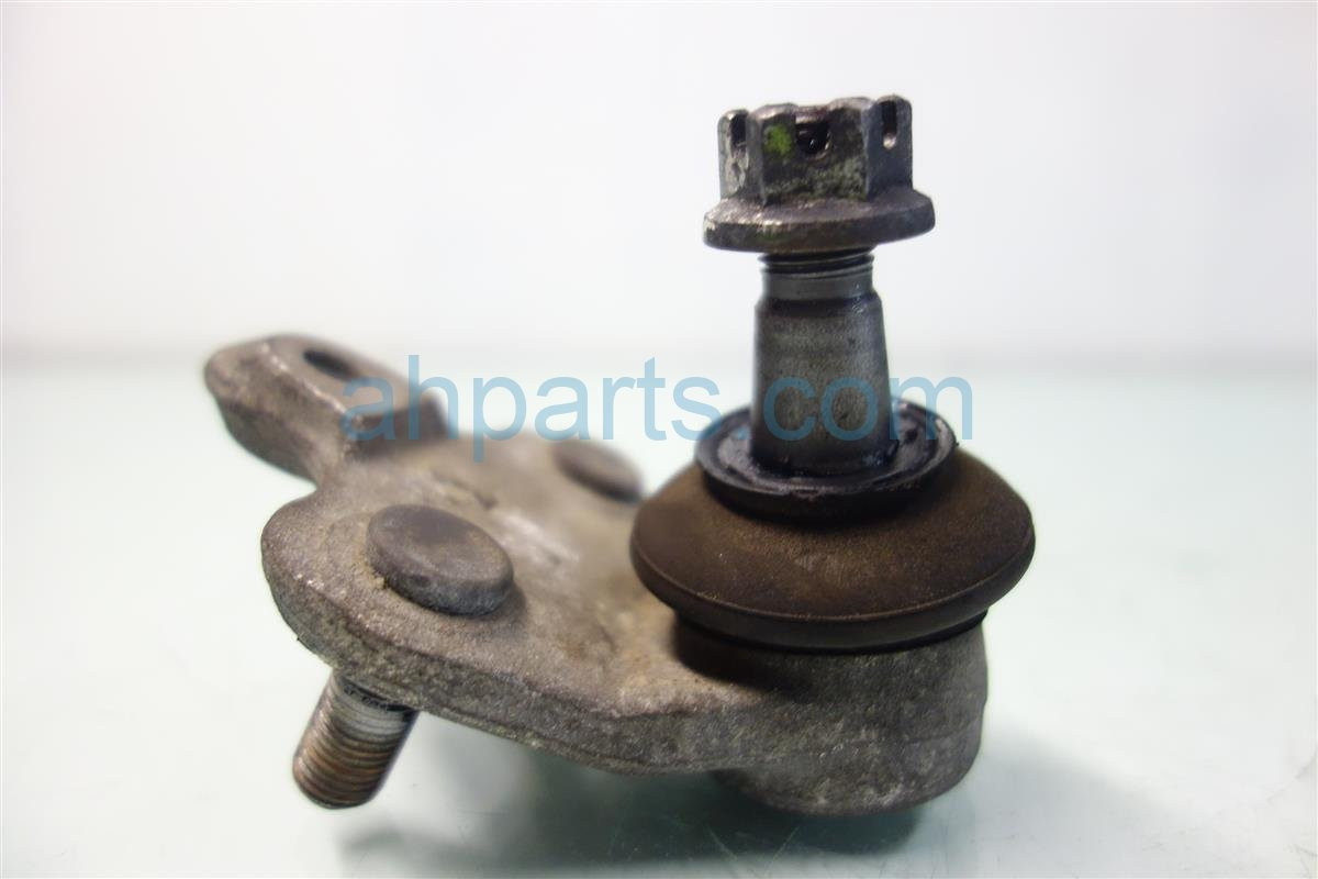 2014 Toyota Corolla Front control arm LOWER BALL JOINT 43330 09670 Replacement