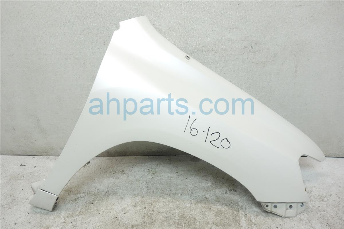 2008 Toyota Highlander Front Passenger FENDER WHITE MINOR DAMAGE 53801 0E030 538010E030 Replacement