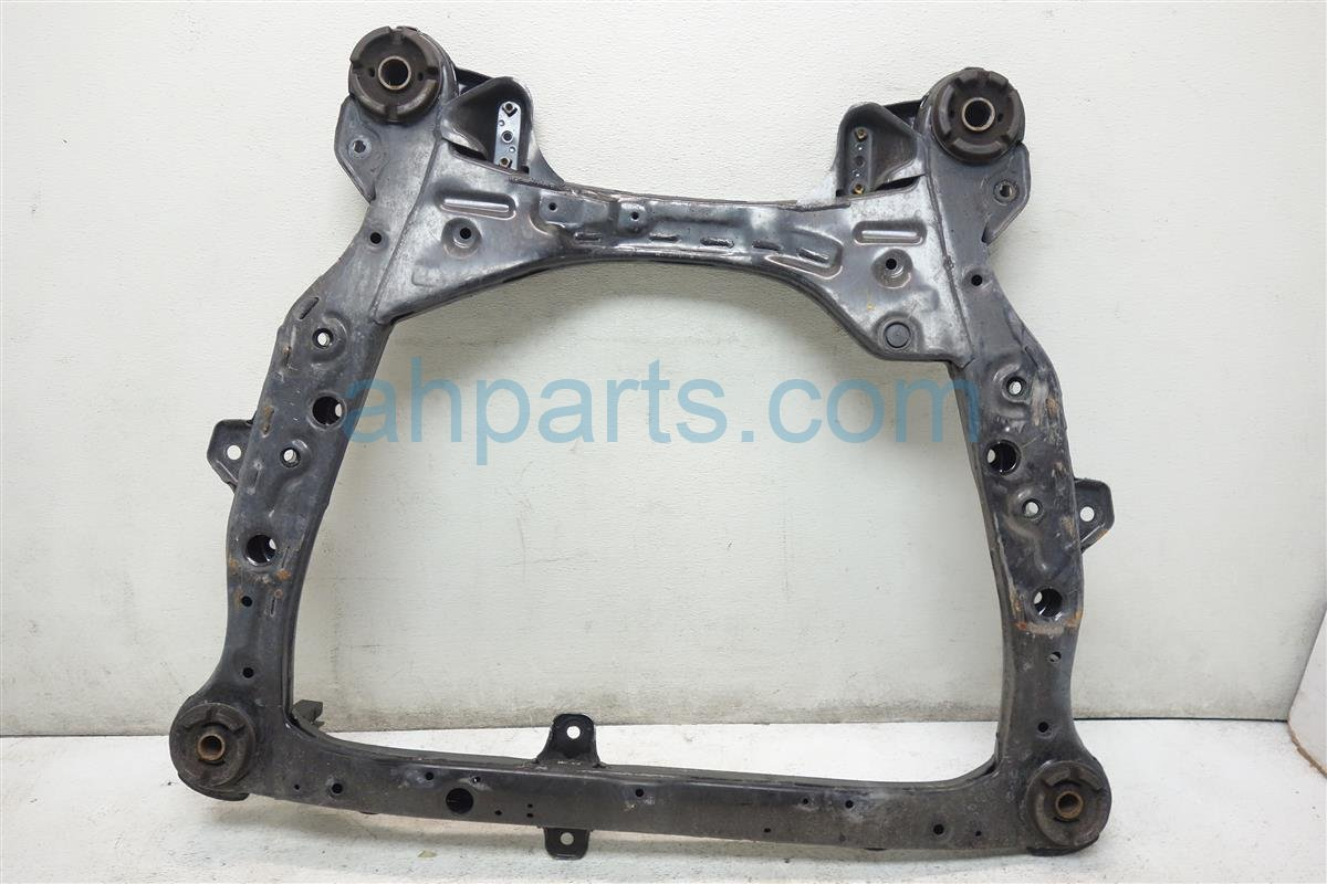 2013 Toyota Camry Crossmember FRONT SUB FRAME CRADLE BEAM 51100 07035 5110007035 Replacement
