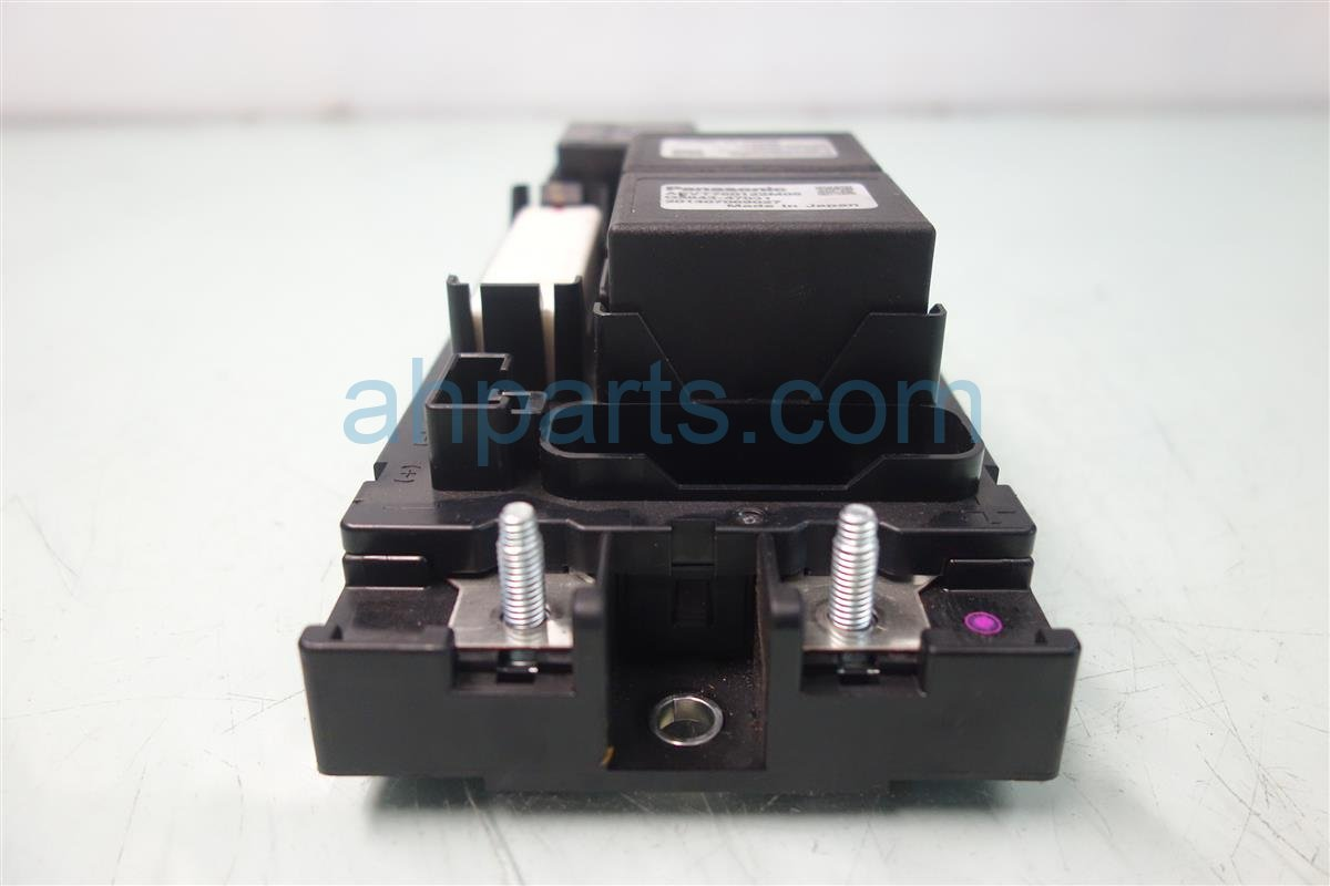 2014 Toyota Prius V BATTERY RELAY JUNTION BOX G92Z1 07020 G92Z107020 Replacement
