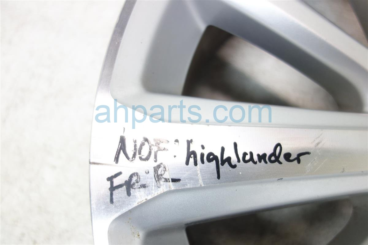 2011 Toyota Highlander Wheel Rim 19 10 SPOKE HAS SCRATCHES 42611 48430 4261148430 Replacement