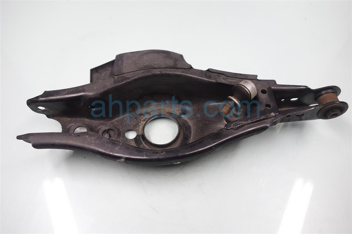 2014 Lexus Ct200h Rear driver LOWER CONTROL ARM 48740 75010 4874075010 Replacement