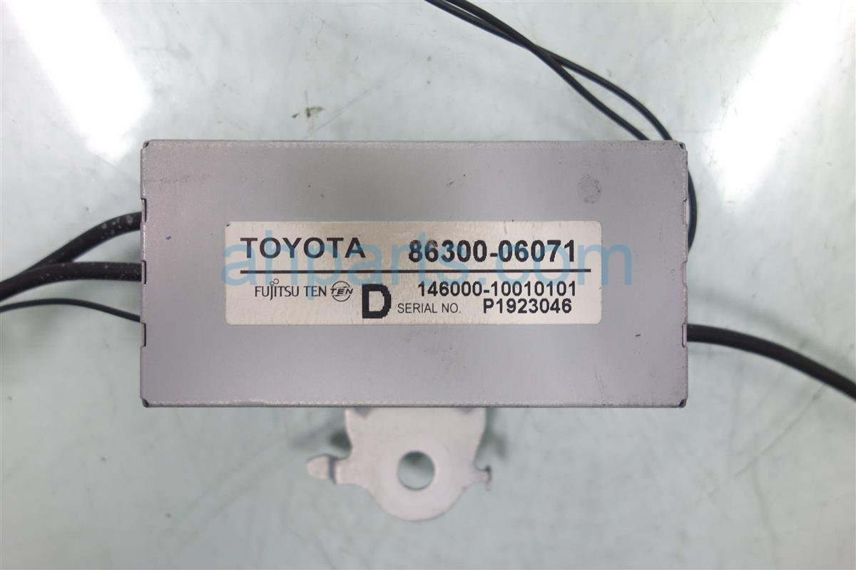 2010 Toyota Camry ANTENNA AMPLIFIER 86300 06071 8630006071 Replacement