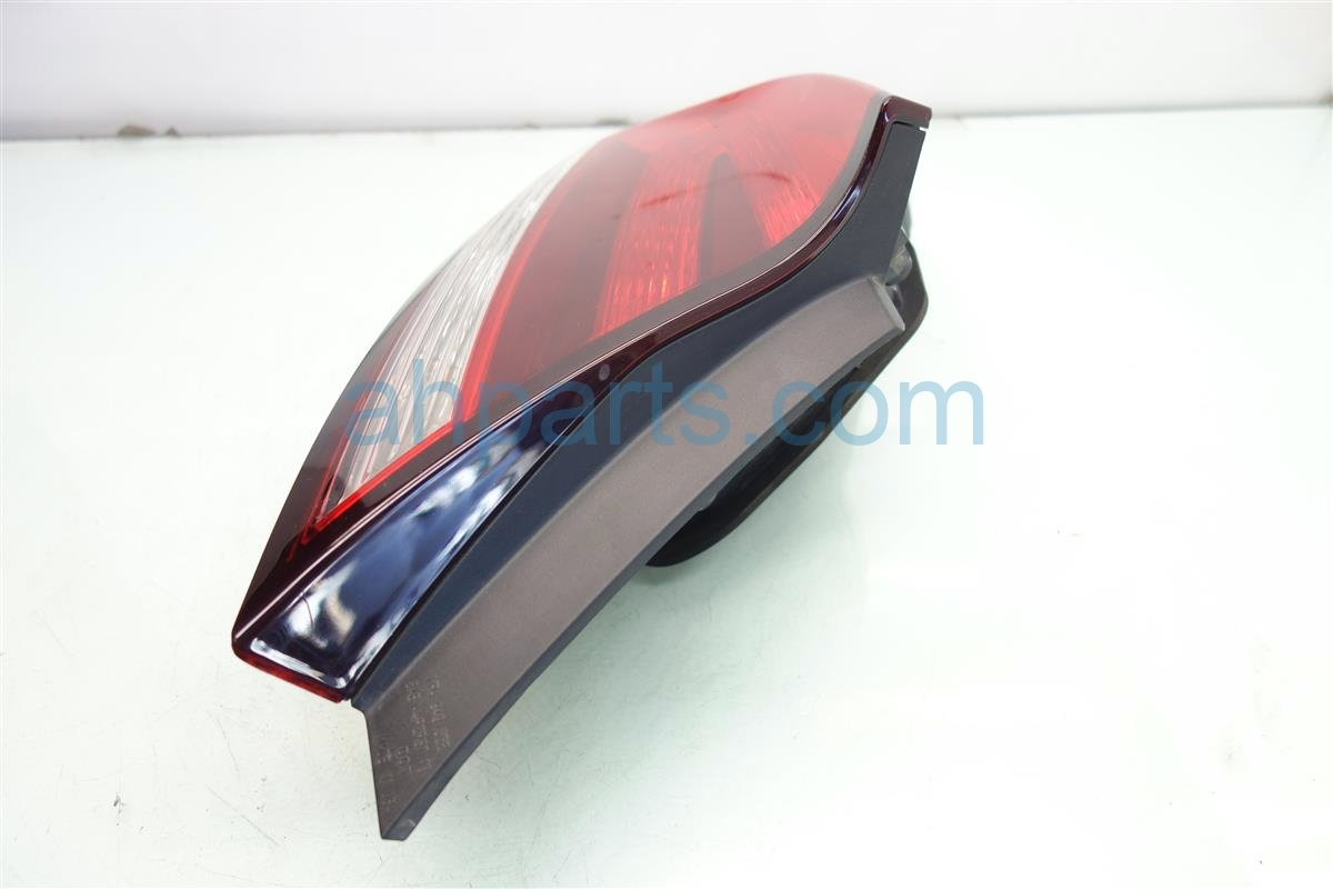 2015 Honda Civic Rear Driver TAIL LAMP LIGHT ON BODY 33550 TS8 A51 33550TS8A51 Replacement
