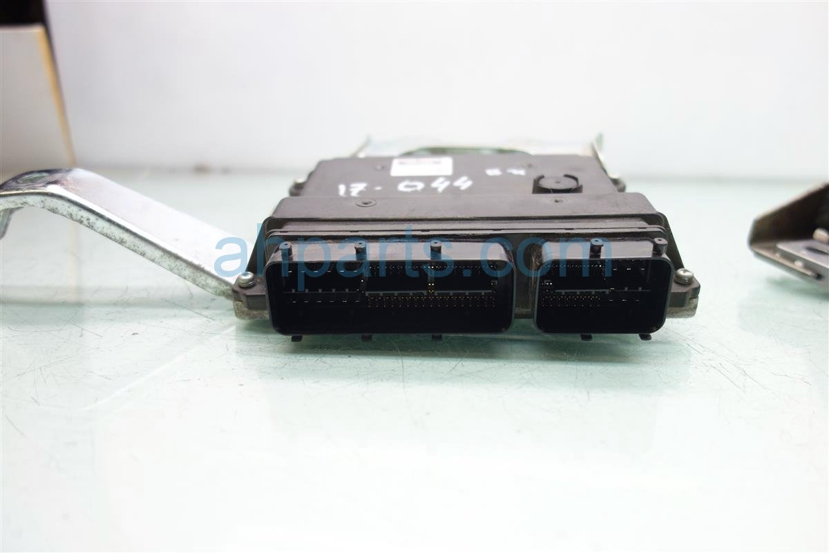 2014 Toyota Sienna ECU Control module Engine Computer Ignition key 89661 08371 8966108371 Replacement