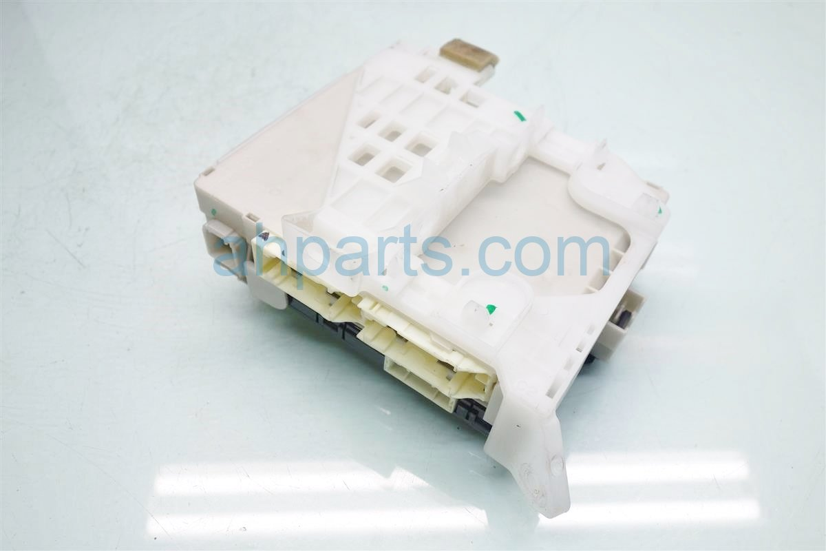 2010 Toyota Prius MULTIPLEX FUSE BOX UNIT 89221 47120 82730 47450 89221471208273047450 Replacement