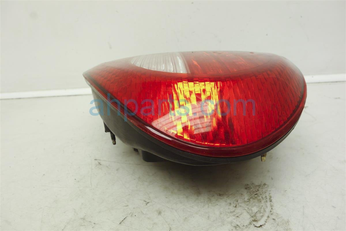 Partslink Number TO2805106 OE Replacement Toyota Camry Passenger Side Taillight Assembly Outer