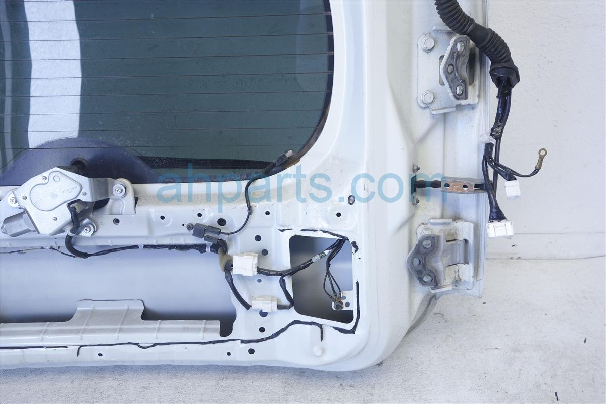 2010 Nissan Cube Deck Trunk Lid BACK DOOR WHITE KMA0M 1FCMA KMA0M1FCMA Replacement