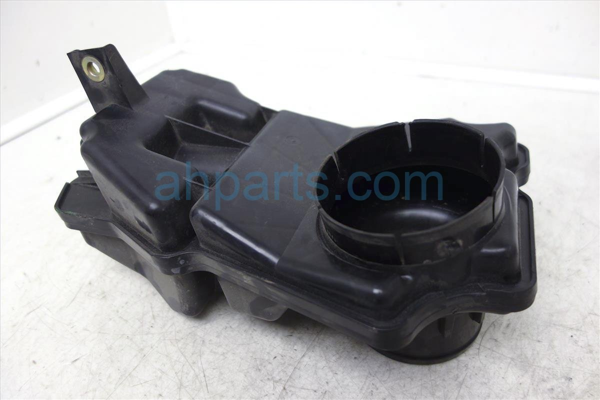 2002 Nissan Maxima Intake Resonator On Air Flow 16576 5Y700 Replacement