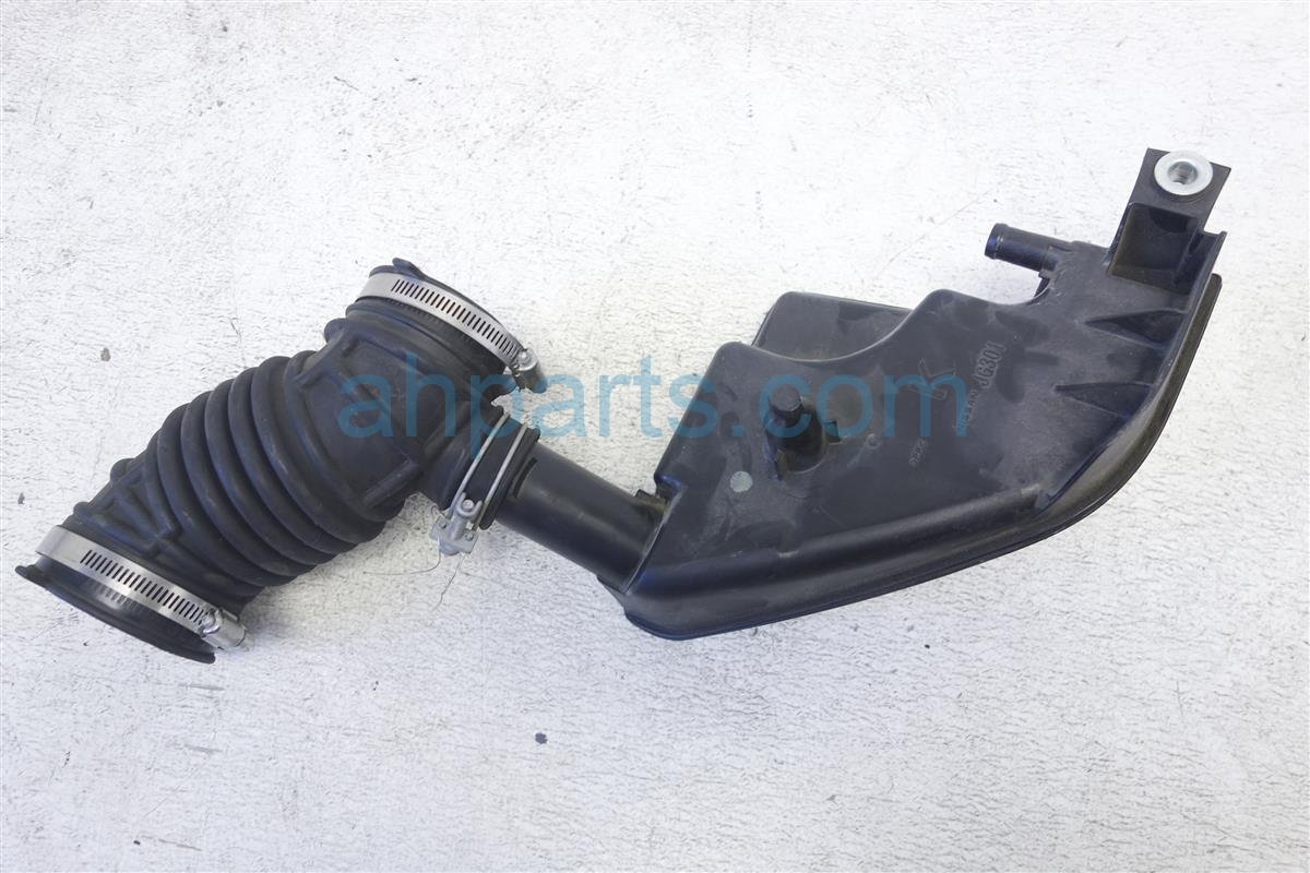 2013 nissan rogue air intake tube with small box 16576 jg30a. Black Bedroom Furniture Sets. Home Design Ideas