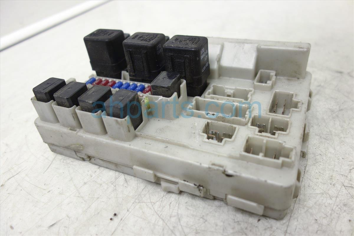 ... 2005 Nissan Quest Fuse Box, 3.5l, At, 4th Vin Digit B 284B7 ...
