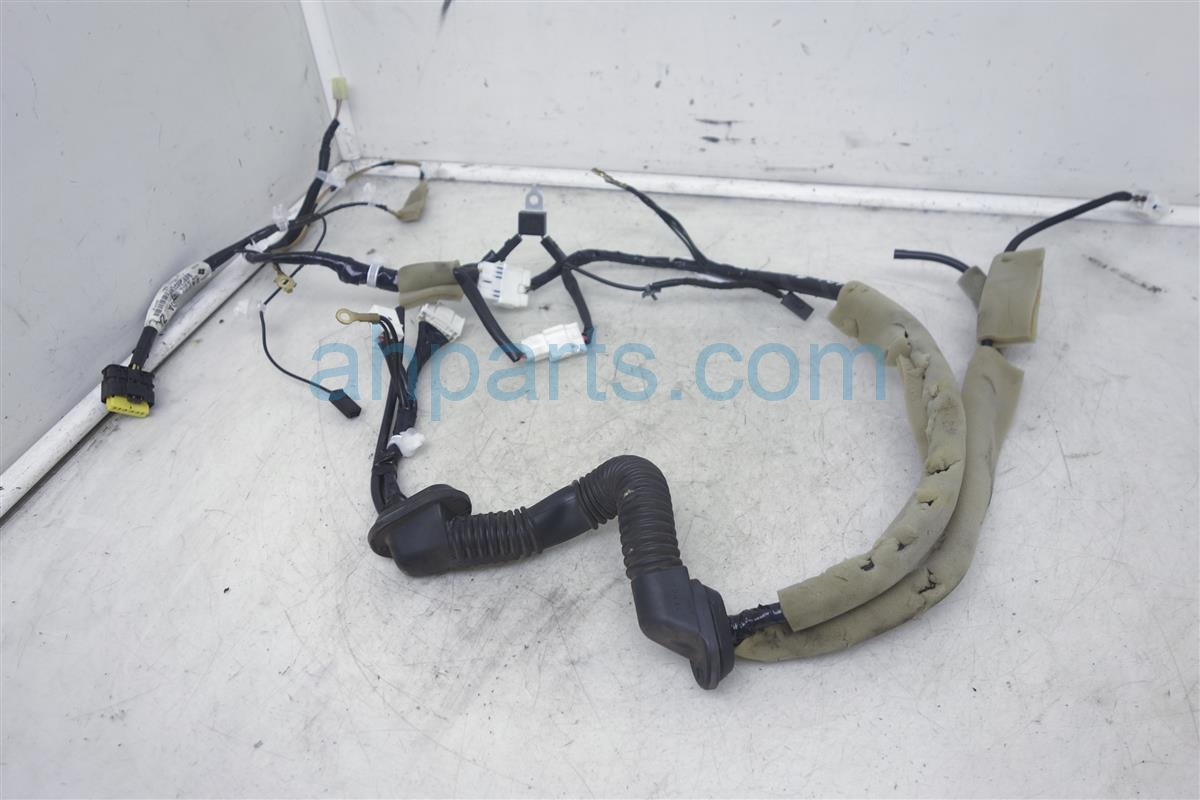2009 Nissan Cube Rear Door Wiring Harness 24052-1FC0A Replacement on