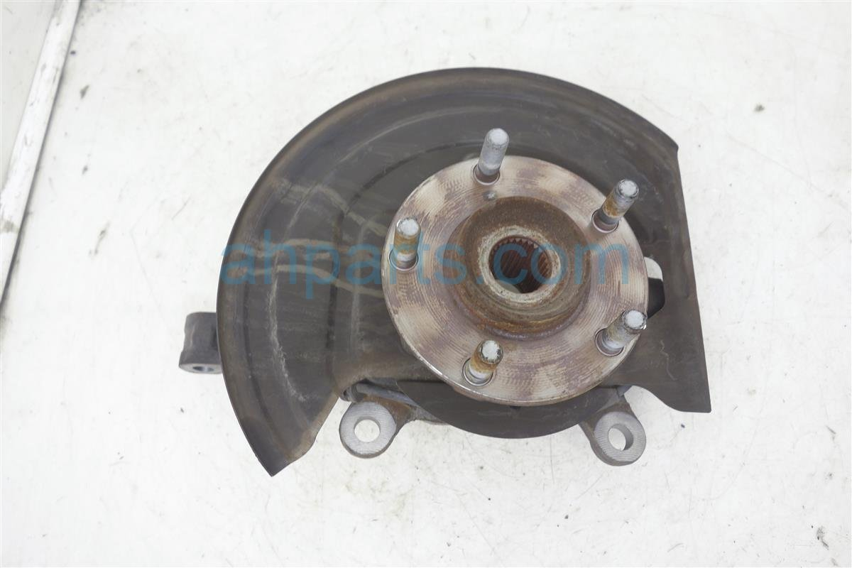 2010 Nissan Rogue Spindle / / Front Driver Knuckle & Hub Assembly 40015 JG000 Replacement