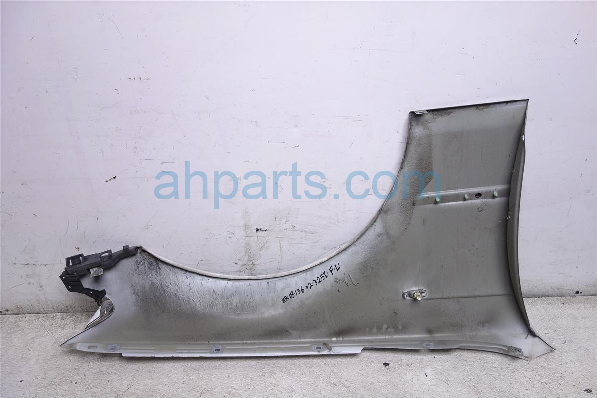 2002 BMW 325i Front Driver Fender White Has Dent 41 35 7 042 323 Replacement