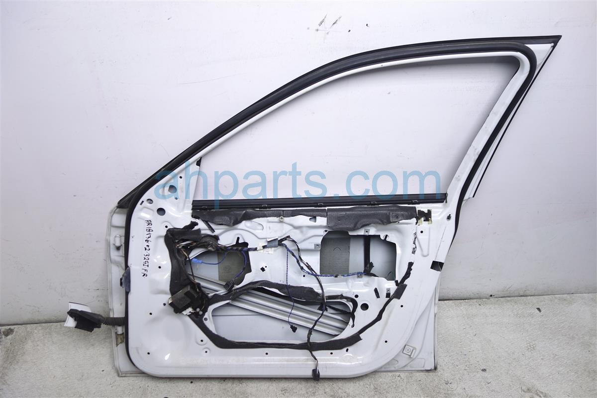 2002 BMW 325i Front Passenger Door   Shell Only White 41 51 7 034 152 Replacement