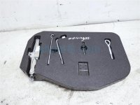$90 Infiniti Complete Jack Kit W/ Holder