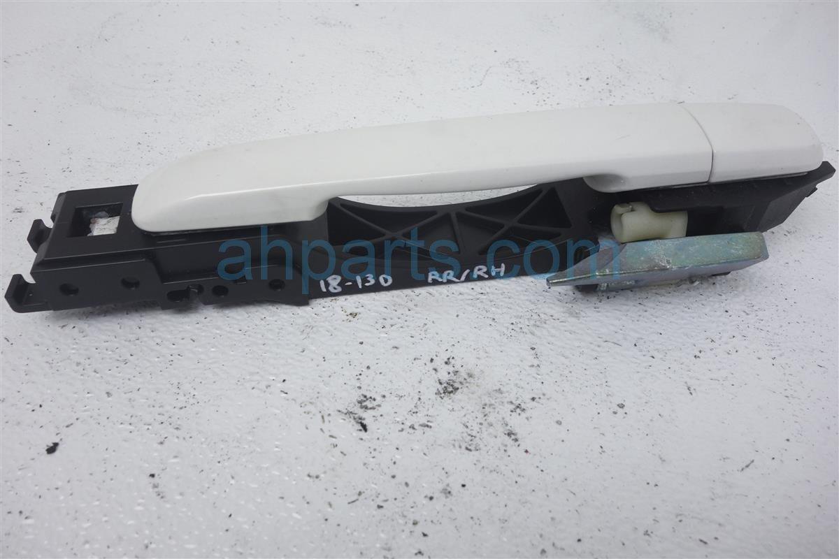 2011 Infiniti G25 Outside/exterior Rear Passenger Exterior Door Handle  white 82640 JU41A Replacement