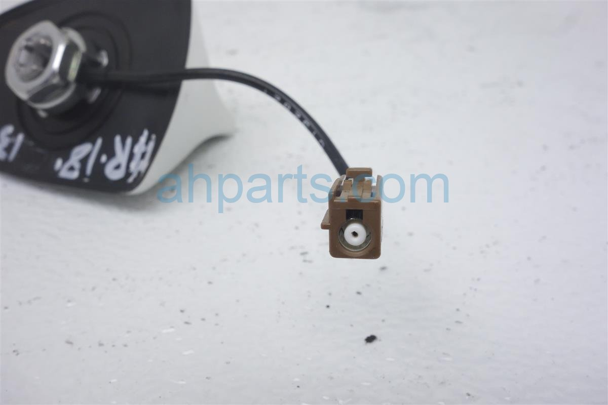2011 Infiniti G25 Roof Antenna  white 28208 1DV0A Replacement