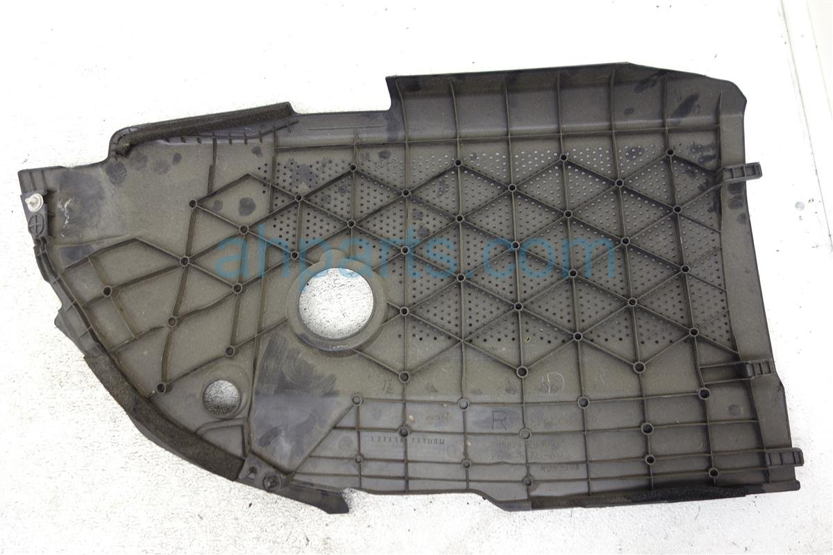 2006 Infiniti M35 Passenger Strut Cover 66824 EG000 Replacement