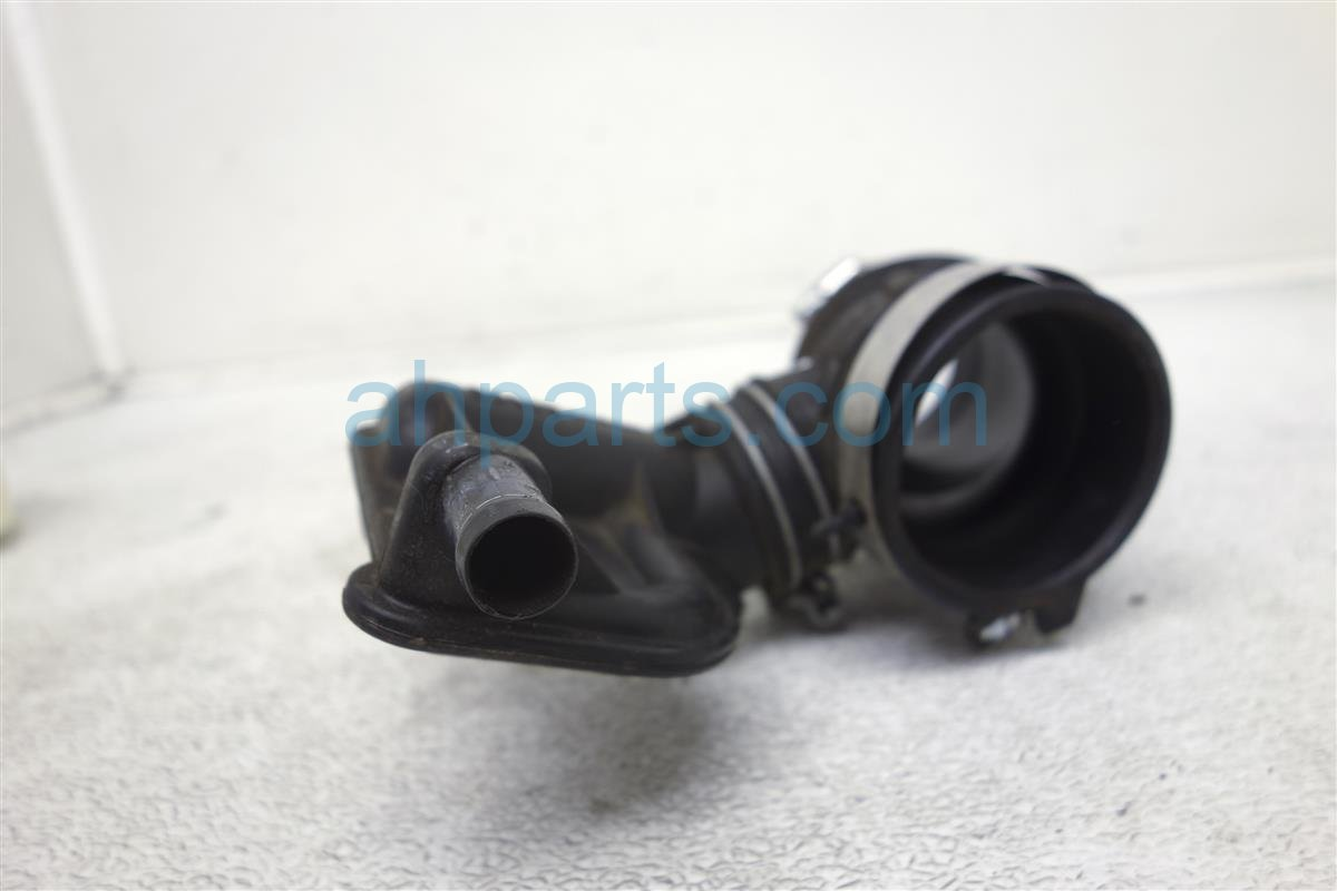 2014 Nissan Cube Air Intake Tube 16576 ED800 Replacement