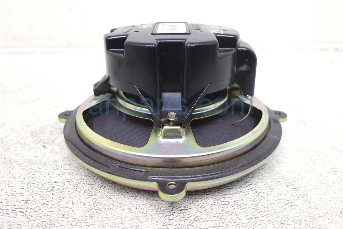 2004 Mazda Mazda 6 Rear Sub Woofer Speaker GM1D 66 960 Replacement