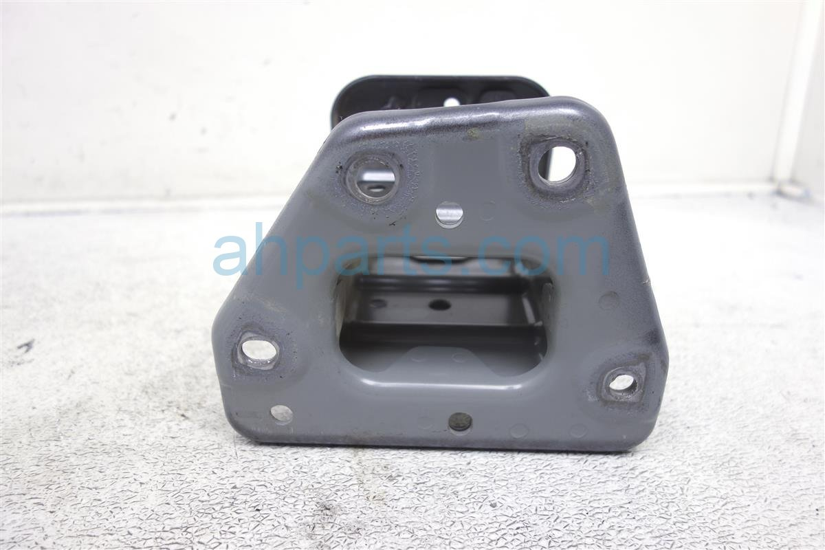 2014 Nissan Cube Front Driver Bumper Bracket Replacement