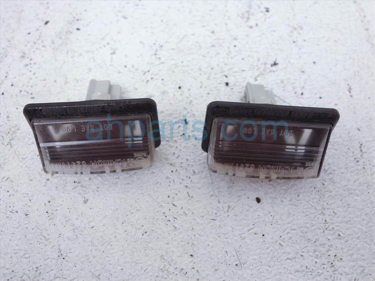 2006 Infiniti M35 Tail / Rear Lamp License Place Light, Pair 84430 EG000 Replacement