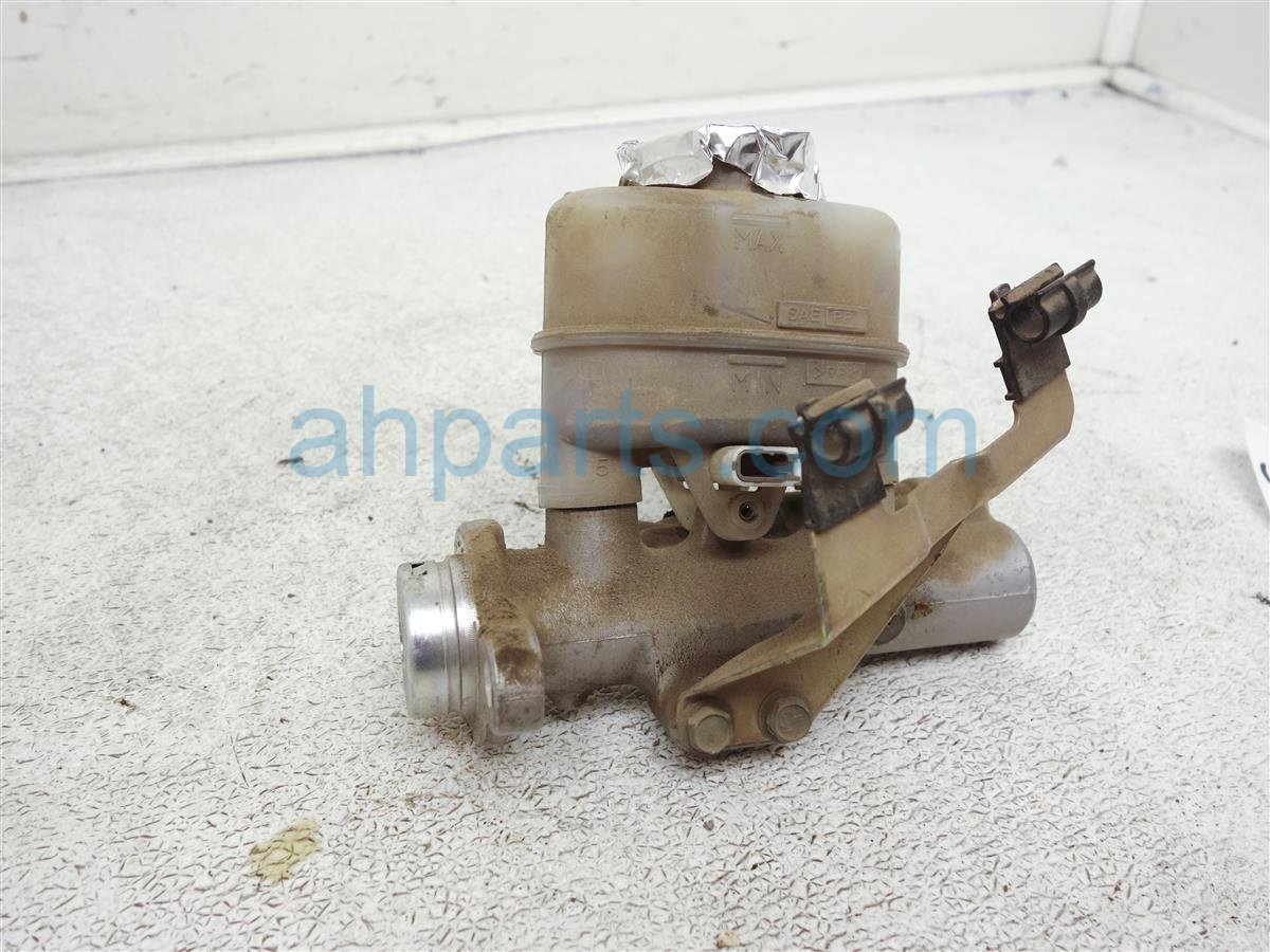 2002 Nissan Frontier Brake Master Cylinder 6cyl 46010 7B700 Replacement