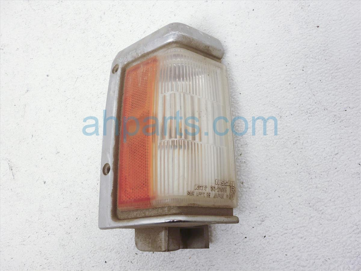 1990 Nissan Nissan Truck Passenger Turn Signal Lamp B6110 88G00 Replacement