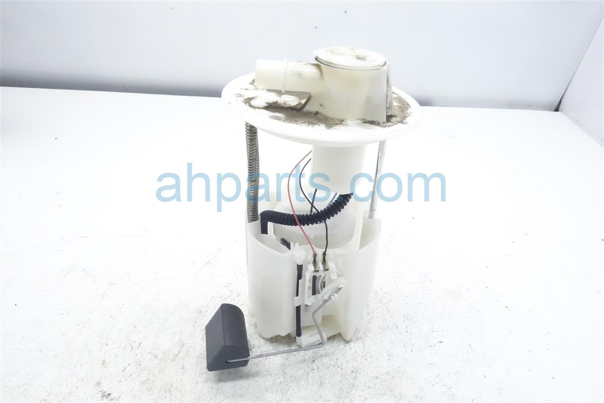 2010 Toyota Corolla Gas / Fuel Pump 77020 02291 Replacement