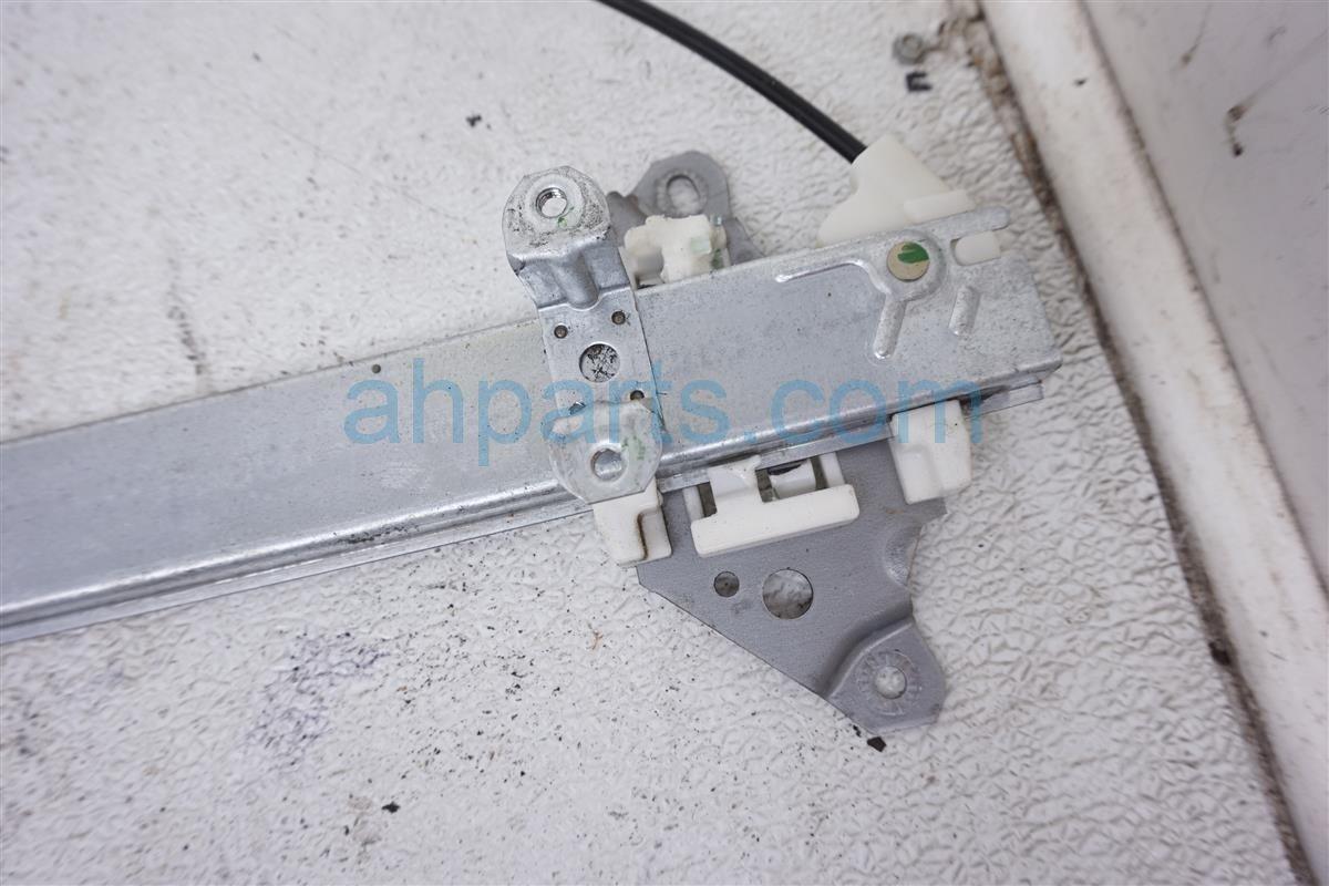 2006 Nissan Xterra Front Passenger Window Regulator 80720 EA010 Replacement
