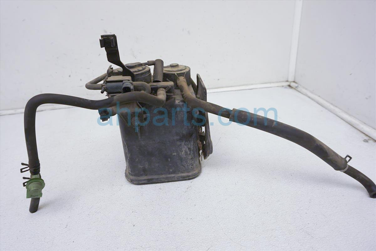 1999 Toyota Sienna Charchol Canister 77740 45012 Replacement
