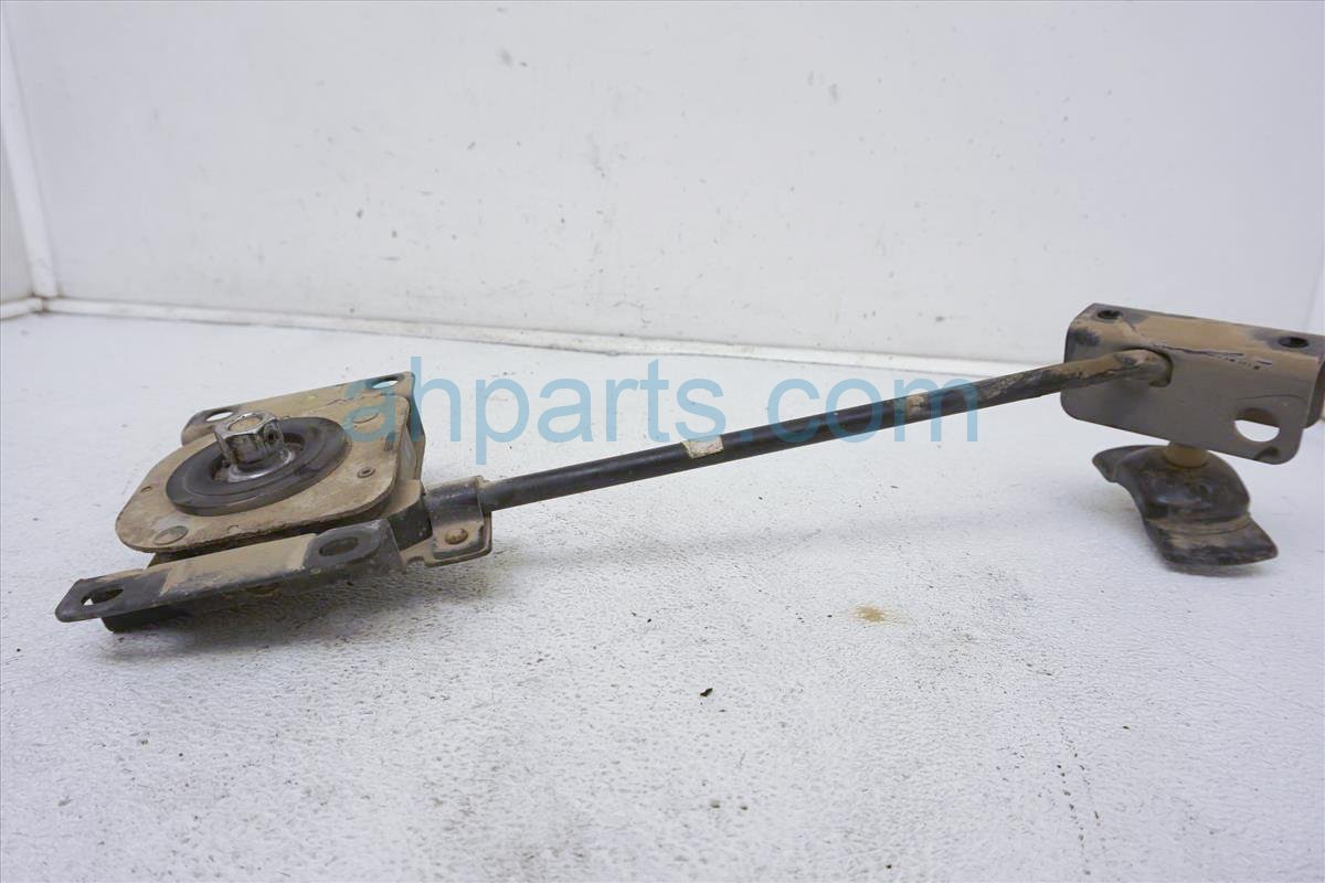 1999 Toyota Sienna Spare Tire Holder 51900 08010 Replacement