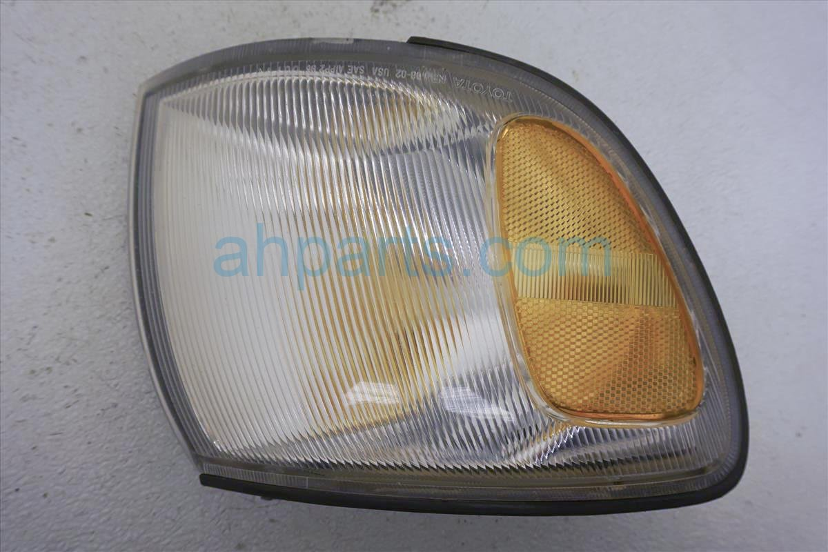 1999 Toyota Sienna Front Passenger Turn Signal Lamp  scratch 8151008010 Replacement
