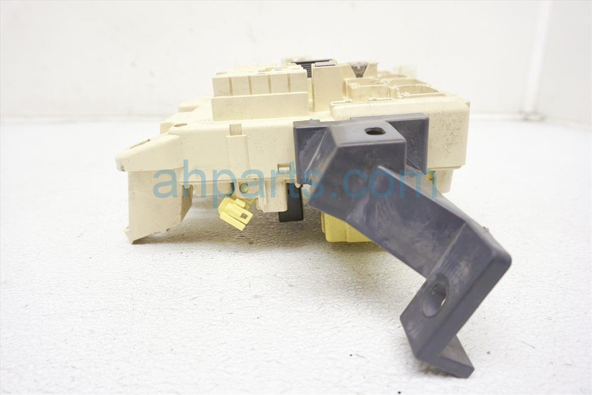 1999 Toyota Sienna Cabin Fuse Box 9008082020 Replacement