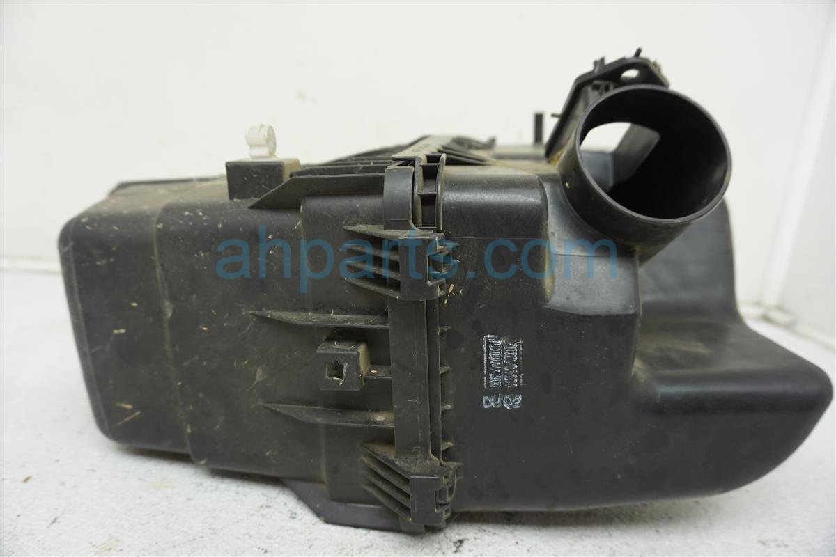 1999 Toyota Sienna Intake Air Cleaner Box Assembly 177000A070 Replacement