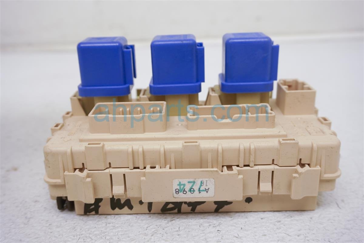 2002 Nissan Xterra Cabin Fuse Box embly 24350-7Z400 Replacement on