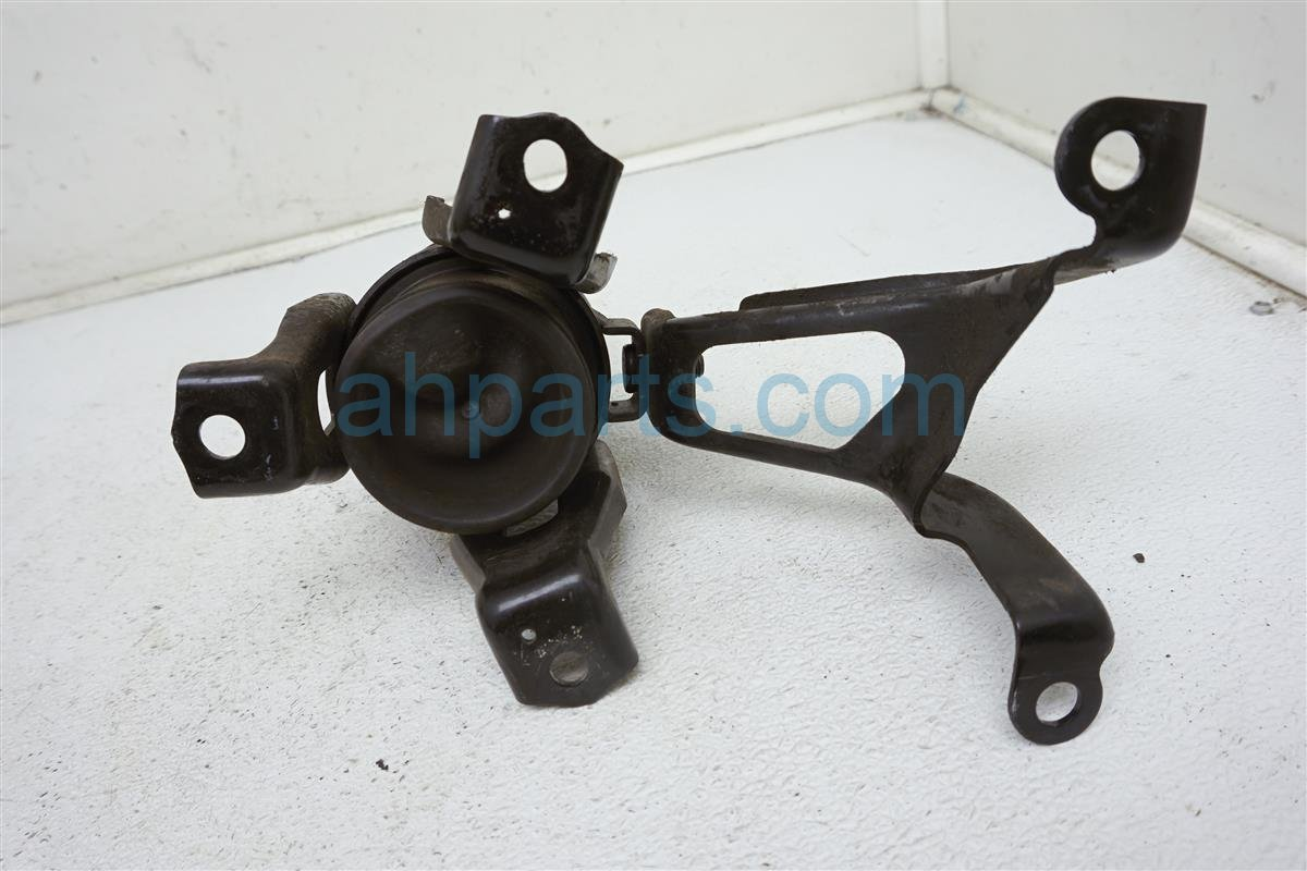 2013 Nissan Quest Engine/motor Insulator Engine Mount Rear 11320 1AA0B Replacement