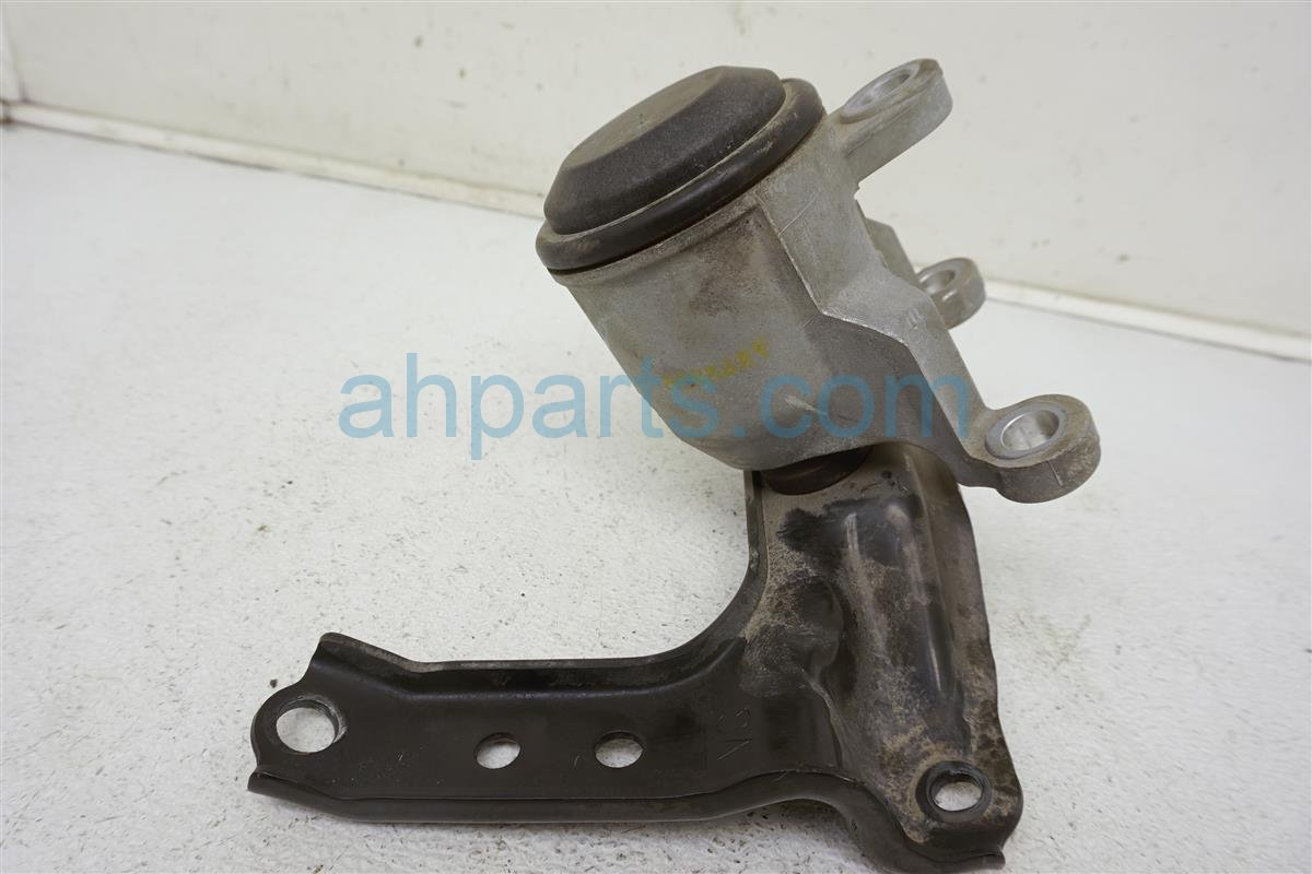 2013 Nissan Quest Engine/motor Front Passenger Insulator Engine Mount 11210 JP00B Replacement